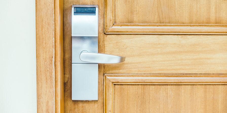 Digitalt lås kopplat till hemlarm